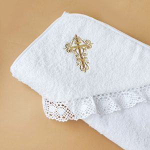 Крестильное полотенце с вышитым золотым крестиком
