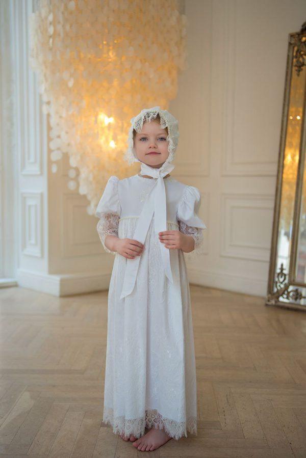 Крестильный наряд для девочки из кружева шантильи