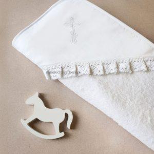 Крестильное полотенце с вышитым белым крестиком