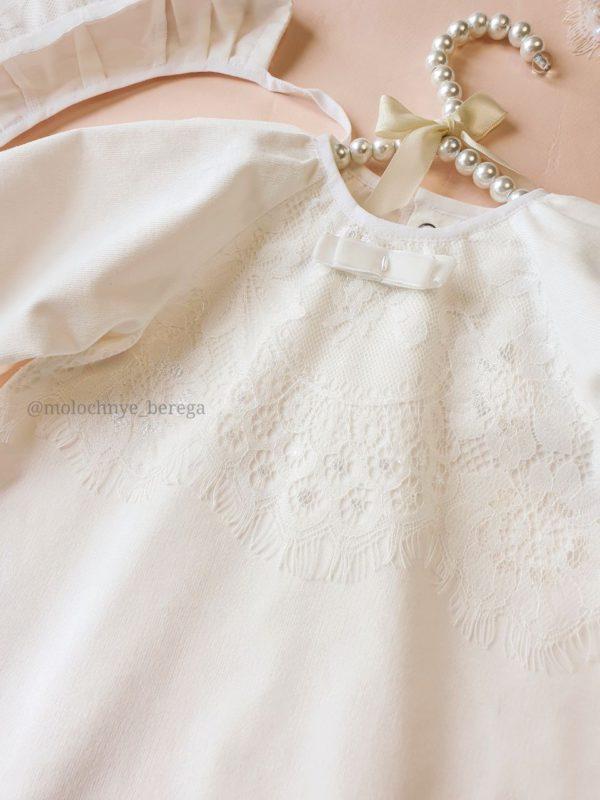 Тёплый крестильный наряд для девочки с кружевом шантильи
