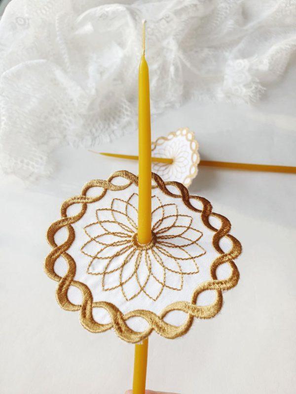 Салфетки под свечи в золотом цвете