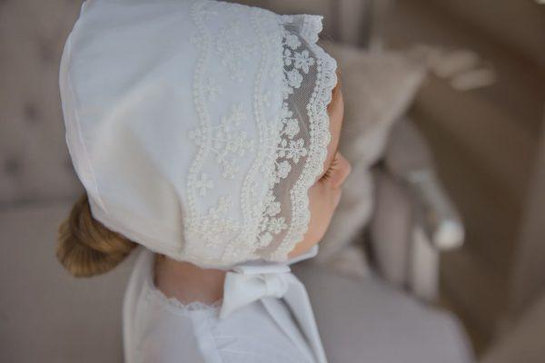 Крестильный наряд для девочки с белоснежной вышивкой