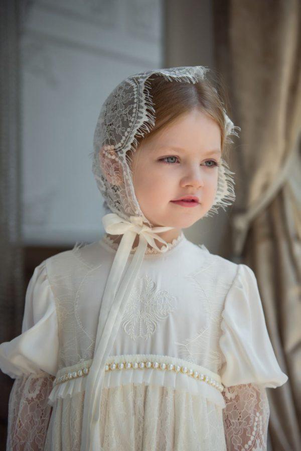 Крестильный наряд цвета айвори с кружевом шантильи и вышивкой